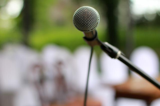 microphone-2479265_640